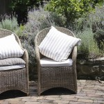 Windsor cottage - Chairs in the garden